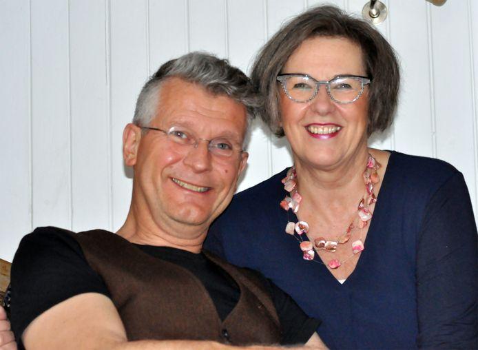 """Janet Roelofs en Gert Rietman. ,,Helaas konden we onze 25ste huwelijksdag op 6 juni niet vieren met familie en vrienden."""""""
