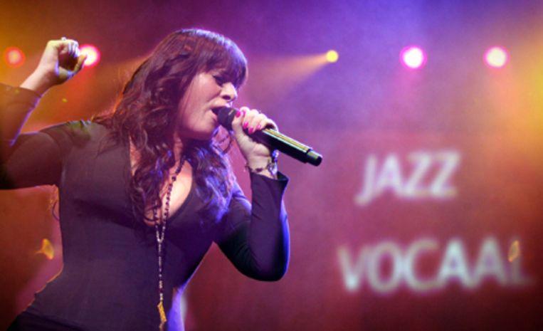 Trijntje Oosterhuis tijdens haar optreden op de Edison Music Awards in Eindhoven, 28 november 2008. Foto ANP/Koen Verheyden Beeld