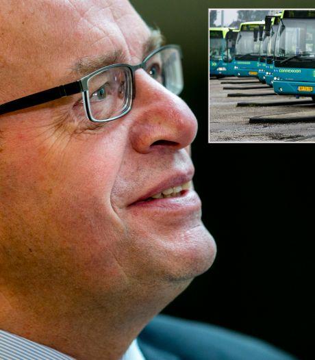Oud-staatssecretaris Fred Teeven nu trotse buschauffeur