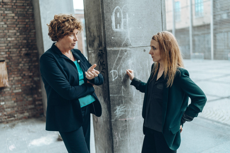 Petra De Sutter (Groen) en Alicja Gescinska (Open Vld).