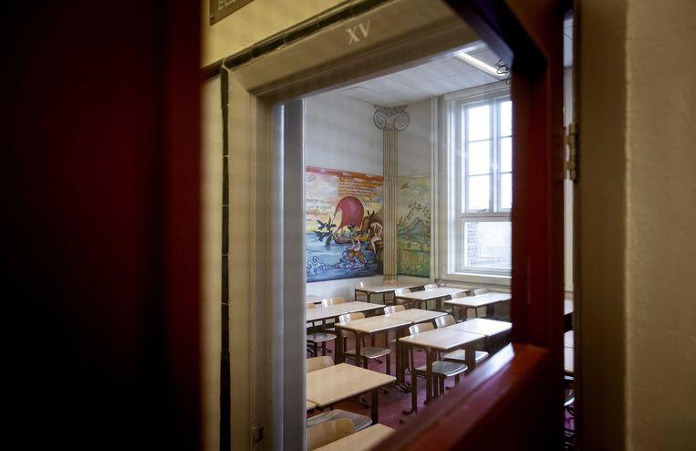 Een leeg lokaal van het Amsterdams Lyceum. Tijdens de lockdown zijn alle scholen, van primair onderwijs tot en met de universiteiten, dicht tot en met ten minste 17 januari. Beeld ANP