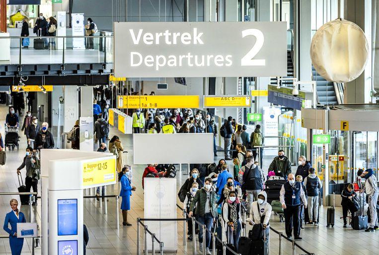 Ook op donderdag drukte in de vertrekhal van Schiphol.  Beeld ANP