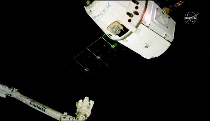 De capsule met de kerstkalkoen met cranberrysaus is ruim op tijd voor het kerstdiner bij ruimtestation ISS.