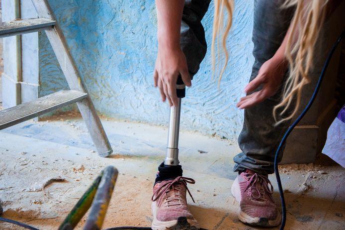 Tatou Ania est née unijambiste. Son handicap, elle en fait une force.
