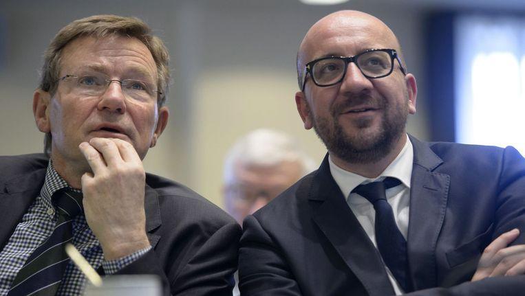 Minister van Financiën Johan Van Overtveldt (links) en premier Charles Michel. Beeld photo_news