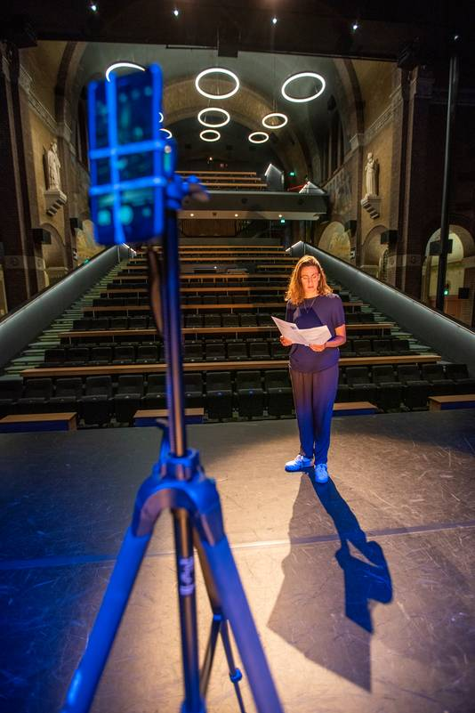 Suzanne van der Horst in Theater Speelhuis.