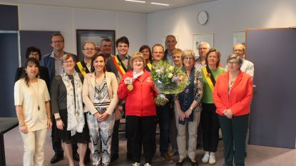 Stefanie Van Wynsberge feestelijk ontvangen voor gouden medaille op mini-speerwerpen