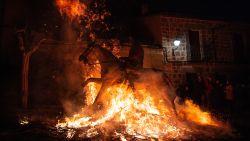 VIDEO. Kritiek op Luminarias festival waarbij paarden door vuur springen