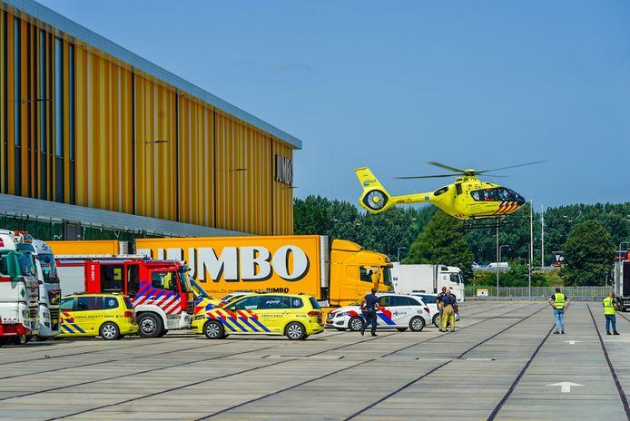 Donderdagmiddag zijn hulpdiensten massaal uitgerukt naar het distributiecentrum van Jumbo in Nieuwegein.