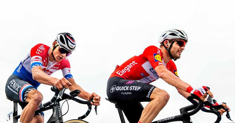 Mathieu van der Poel  en Kasper Asgreen. Beeld Klaas Jan van der Weij / de Volkskrant