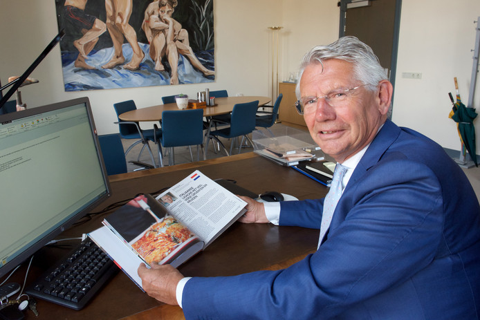 Burgemeester Toon van Asseldonk toonde zich al eerder zeer begaan met asielzoekers. Zo stond hij aan de wieg van de uitgave van een kookboek met recepten van voormalige asielzoekers die inmiddels in Overbetuwe wonen.