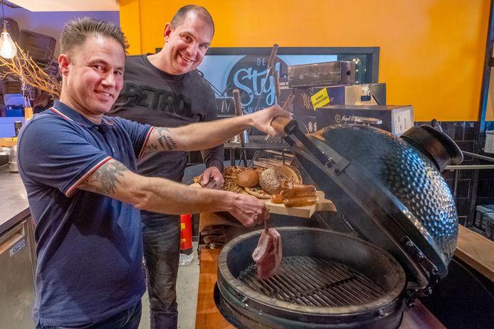 Ilja Roelofs (voorgrond) samen met Wouter Janssen van Meat Boutique.