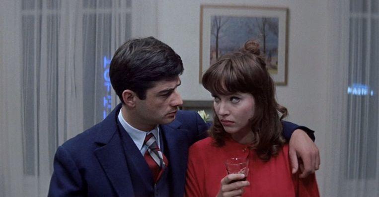 Jean-Claude Brialy en Anna Karina in Une femme est une femme van Jean-Luc Godard Beeld