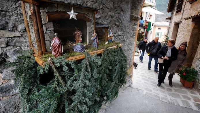 Een kerststalletje in het Zuid-Franse Luceram. Zolang er niet bij gebeden wordt, is het tafereel toegestaan.