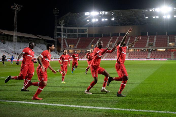 Feest bij Antwerp na de late goal van Dylan Batubinsika.