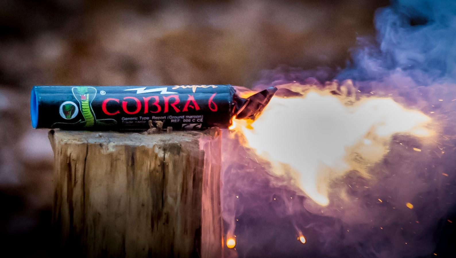 De Cobra 6. Dit type vuurwerk is verkrijgbaar in veel Europese landen, maar verboden (illegaal) in Nederland. Foto ter illustratie.