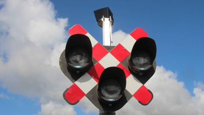 Probleem met spooroverwegen veroorzaakt files en afgeschafte treinen