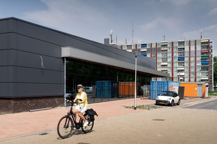 De bouw van de nieuwe Lidl bij de Mr. Goeman Borgesiusstraat in Waalwijk gaat hard.