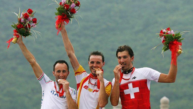 Davide Rebellin(L), Samuel Sanchez of Spain (M), en Fabian Cancellara na de wegrace in Peking Beeld anp