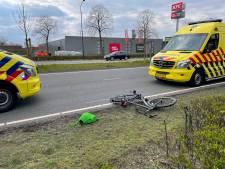 Fietser zwaargewond door aanrijding met auto in Helmond