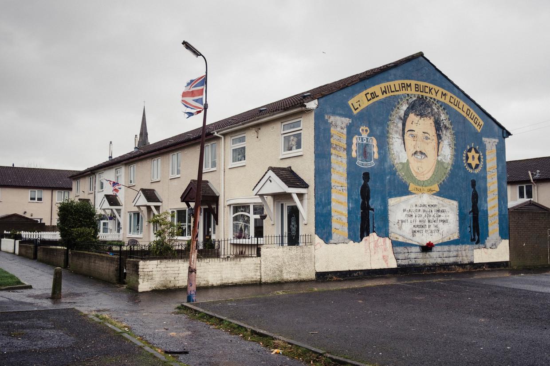Een muurschildering in Shankill, een unionistische wijk in de Noord-Ierse hoofdstad Belfast, toont William 'Bucky' McCullough, een lid van de paramilitaire Ulster Defence Organisation. Beeld Carlotta Cardana