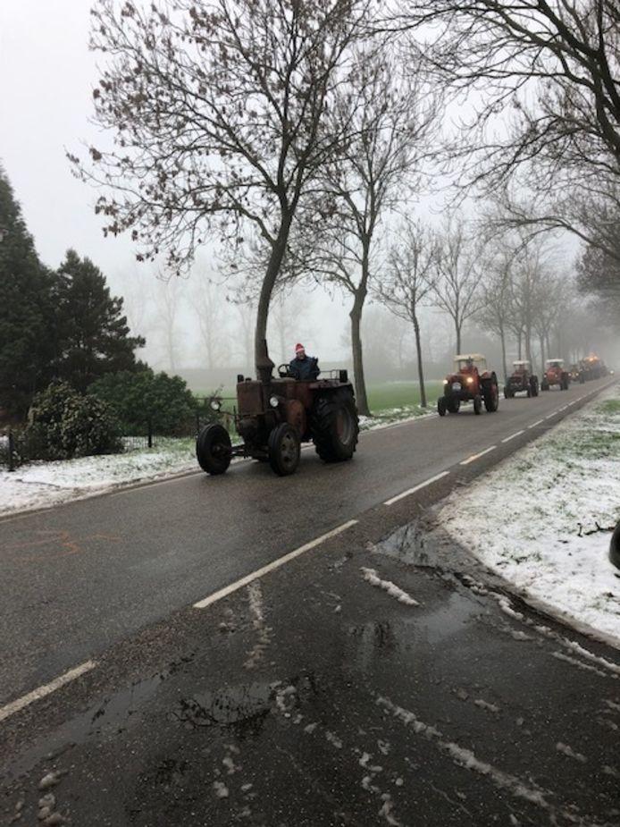 Kerst rit van oude tractoren in Oss