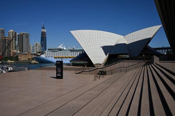 Een leeg plein voor The Sydney Opera House in de gelijknamige Australische metropool.