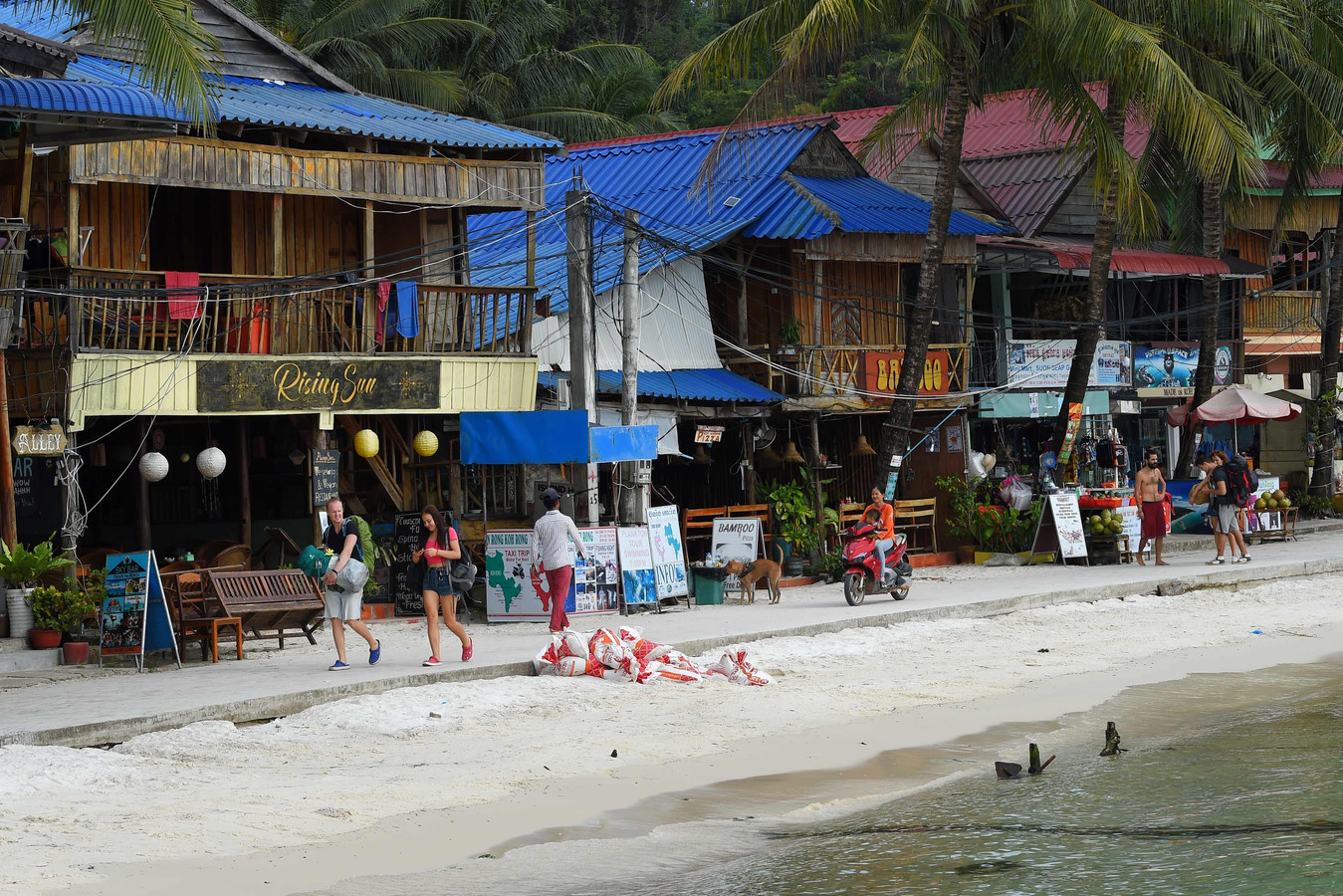 Toeristen op Koh Rong.