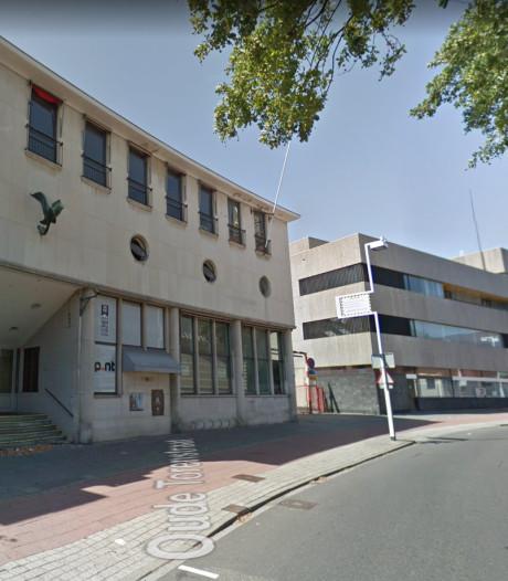 De sloop van het oude postkantoor in Hilversum is officieus begonnen