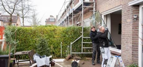 Huurders in Zutphen dreigen geen huur aan woningcoporatie Ieder1 te betalen vanwege langdurige renovaties en schade