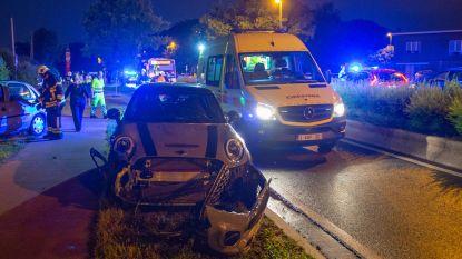 Vrouw (41) zwaargewond na frontale crash
