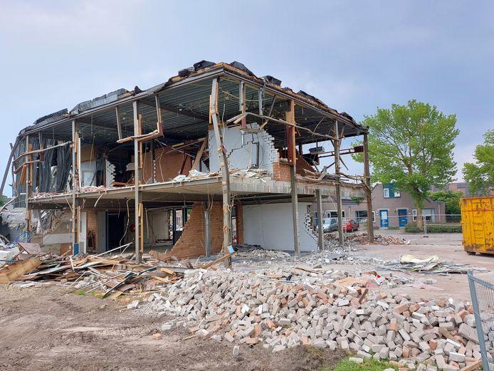 De sloop van het oude kantoorgebouw aan de Lemsterschans in Nieuwegein is bijna afgerond.