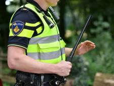 Onrust en overlast in Roden: bekogelde politie drijft jongeren met wapenstok uiteen