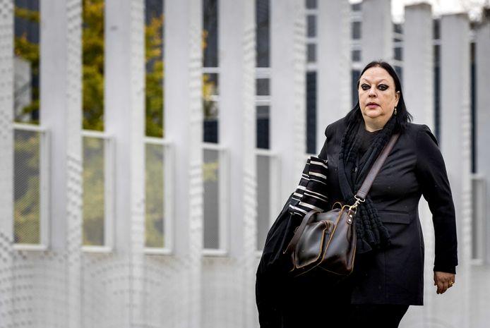Advocaat Inez Weski komt aan bij de extra beveiligde rechtbank op Schiphol.