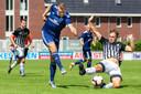 DUNO (blauw) versloeg Silvolde op het Gerrit Langeveld-toernooi in Groesbeek met 2-0.