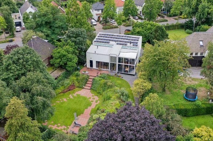 Deze villa aan de Burgemester Meslaan in Tiel staat te koop. Foto: Funda