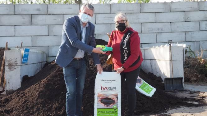 Gratis handschoenen voor wie compost komt ophalen in recyclageparken IVAREM