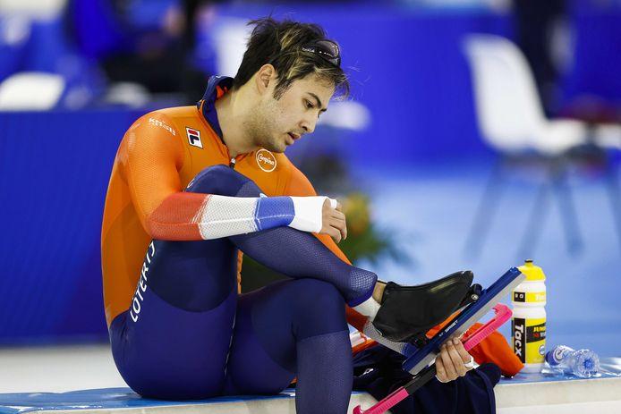 Kai Verbij na zijn val op de 500 meter.