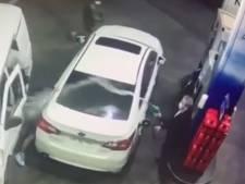 Il fait fuir des voleurs en les aspergeant d'essence