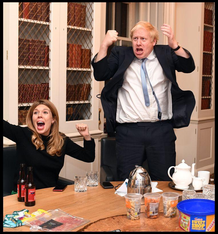 'Eén van de redenen waarom Boris zich aangetrokken voelt tot haar, is dat ze erg slim is en kaas heeft gegeten van politiek.' (Foto: op 12 december 2019 halen de Conservatieven een riante meerderheid in het Britse Lagerhuis.) Beeld Photo News