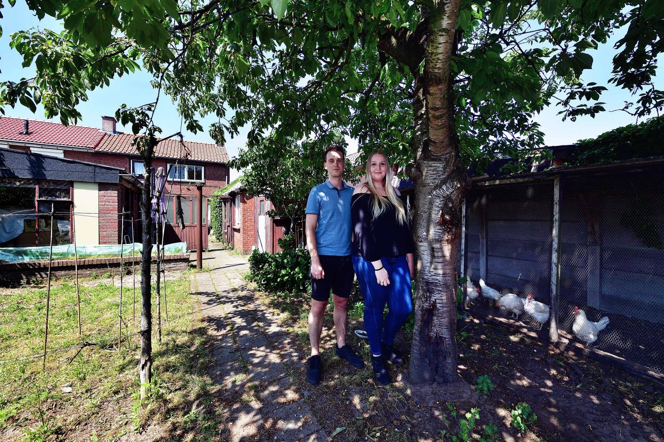 Sylvana Touz (21) en Marco van der Logt (27) zijn nu gelukkig met hun keuze voor een opknapwoning.