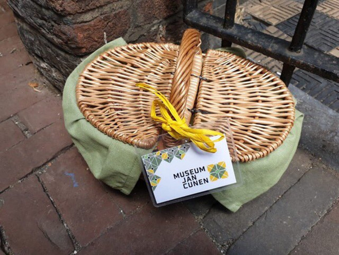Een van de vijf verstopte picknickmandjes van Museum Jan Cunen.