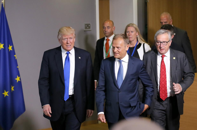 Brussel, 25 mei 2017: Toenmalig Amerikaans president Donald J. Trump ontmoet de twee EU-kopstukken Donald Tusk (midden) en Jean-Claude Juncker (rechts).