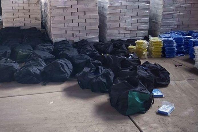 In april vorig jaar deed de douane ook een forse onderschepping: toen werd 4200 kilo cocaïne aangetroffen.