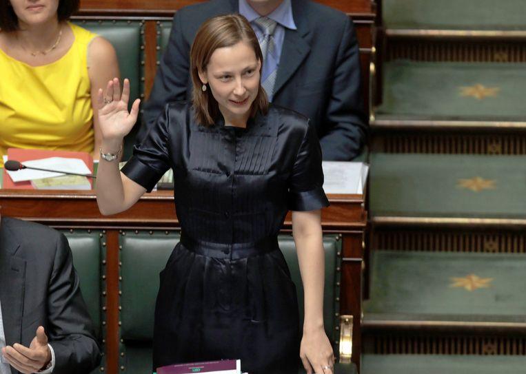Vervotte legt de eed af als Kamerlid, op 6 juli 2010. Even later neemt ze haar oude functie als minister van Ambtenarenzaken en Overheidsbedrijven weer op, om in 2012  afscheid te nemen van de politiek. Beeld BELGA