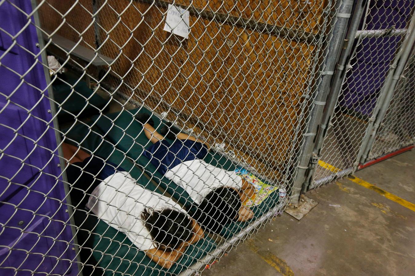 Provisorische 'cellen' waar kinderen slapen, hier in 2014