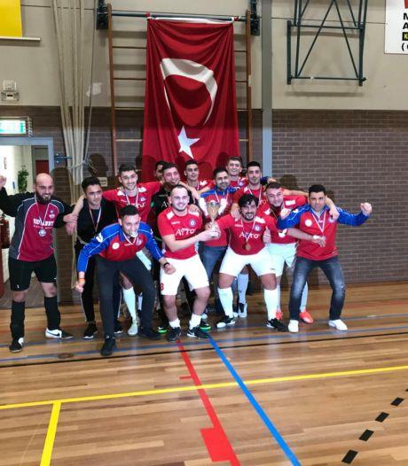 Apeldoornse zaalvoetballers van Atik willen met nieuwe coach binnen drie jaar naar de eerste divisie