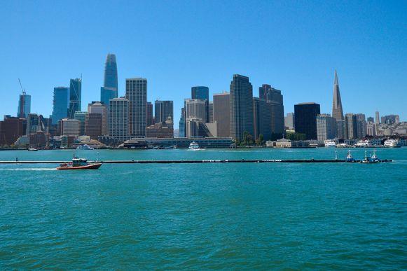 De installatie is in september vanuit de baai van San Francisco naar een plasticrijk gebied in de Stille Oceaan gesleept. De operaties begonnen om 17 oktober.