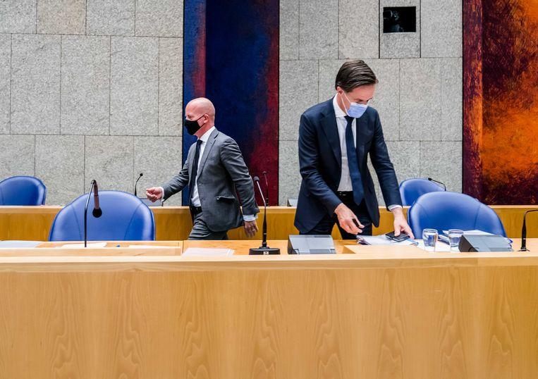 Demissionair staatssecretaris Raymond Knops van binnenlandse zaken en koninkrijksrelaties en demissionair premier Mark Rutte tijdens het Verantwoordingsdebat in de Tweede Kamer. Beeld ANP