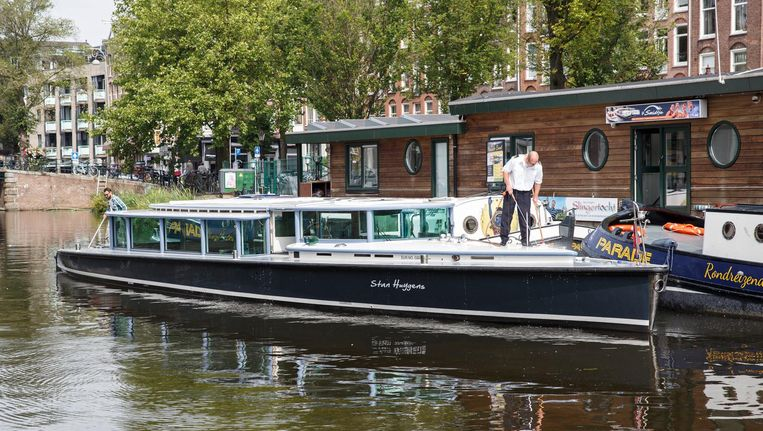 Rondvaartboot Stan Huygens van rederij 't Smidtje ligt te koop. De vraagprijs is 800.000 euro Beeld Carly Wollaert